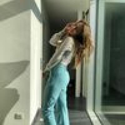 Estelle zoekt een Kamer / Appartement / Studio in Gent